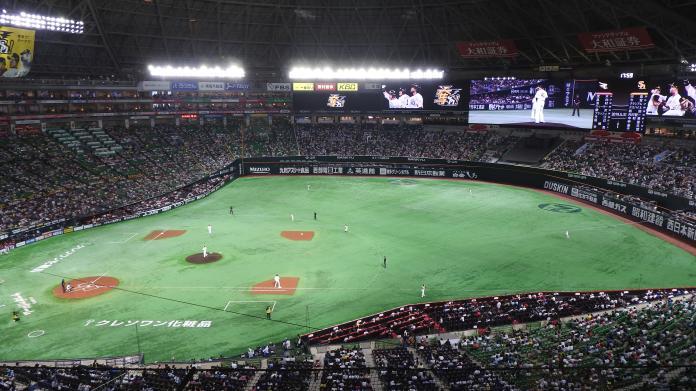 福岡巨蛋正在進行軟銀鷹對戰東北樂天金鷲的比賽(圖/黃建霖攝)
