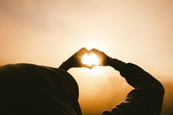 ▲「愛心媽媽」動員起來,為俊逸提供物資、醫療訊息等協助。(示意圖/取自 Unsplash )