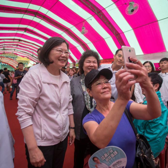 面對六四天安門事件30週年,總統蔡英文4日受訪時表示,我們在台灣可以享受自由的空間,呼吸自由的空氣,30年後的六四,讓我們格外的感受到,台灣自由民主可非常可貴。(圖/總統府提供)