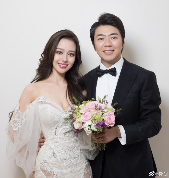 ▲郎朗在微博開心放上許多甜蜜婚紗照。(圖/郎朗微博)