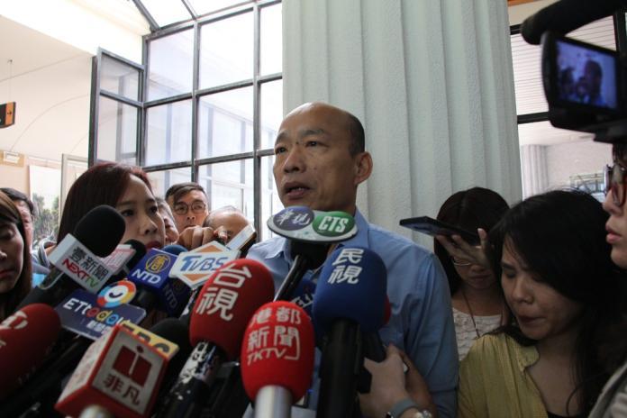 高雄市長韓國瑜 5 日與國民黨 5 人小組中的郝龍斌等人在經過 40 分鐘的對談後,徵詢他的意願,他的回答是「Yes,I do!」表示願意接受特別辦法。(圖/高市府提供)