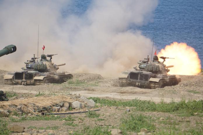 漢光35號演習,陸軍CM11戰車於屏東縣滿豐訓場實施灘岸殲敵射擊。(圖/呂烱昌攝影)