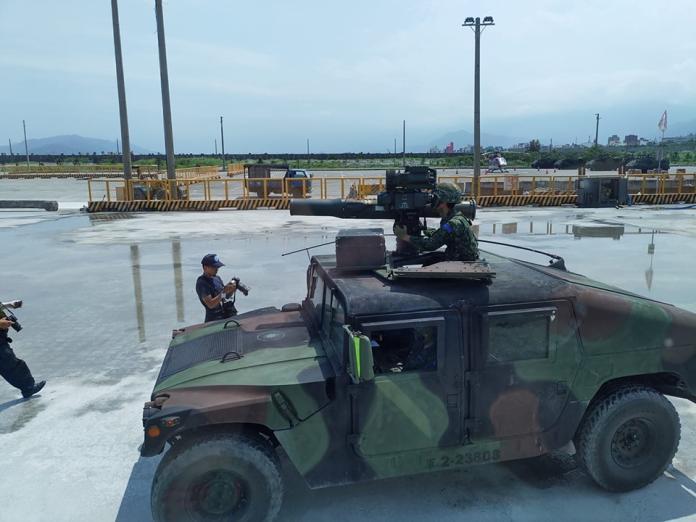 ▲花防部M1045A2拖式飛彈悍馬車。(圖/記者呂炯昌攝)