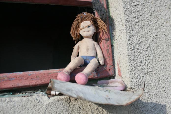 ▲一名 19 歲的年輕母親,跑到別人家後院的廢棄冰箱,把親生兒丟在裡面。(示意圖/取自 Pixabay )