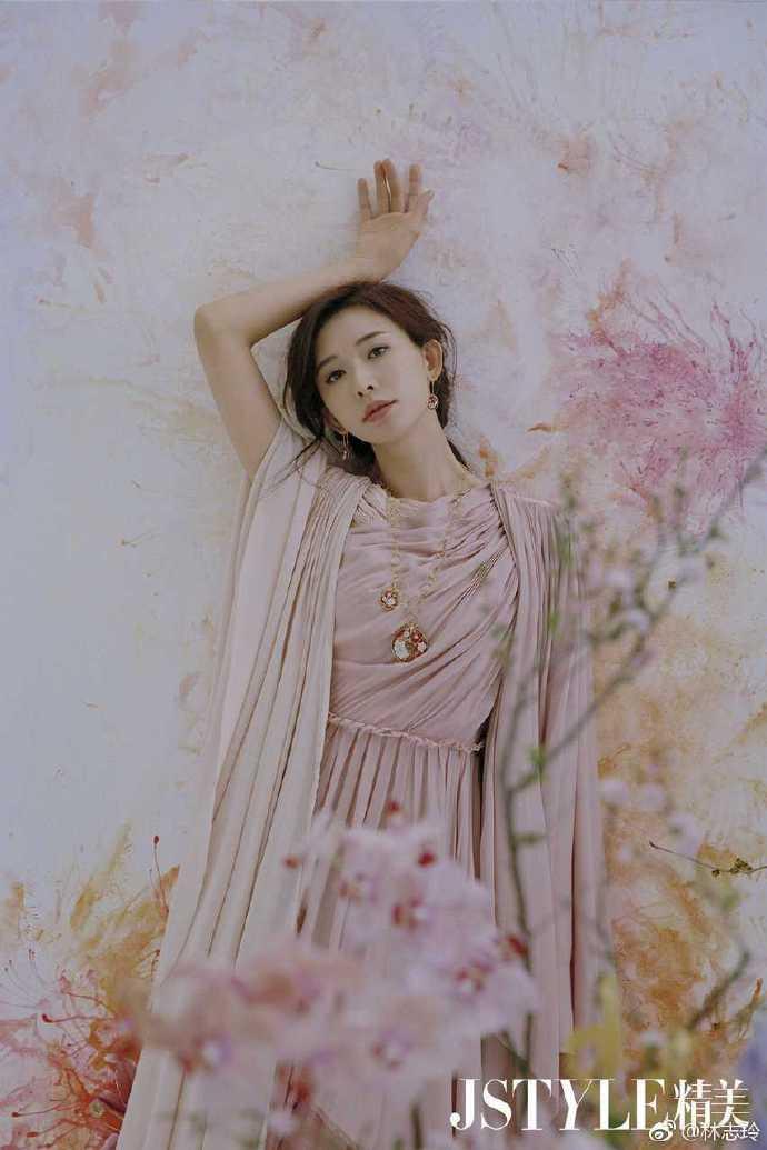 <br> ▲林志玲正式升格成人妻。(圖/翻攝微博)