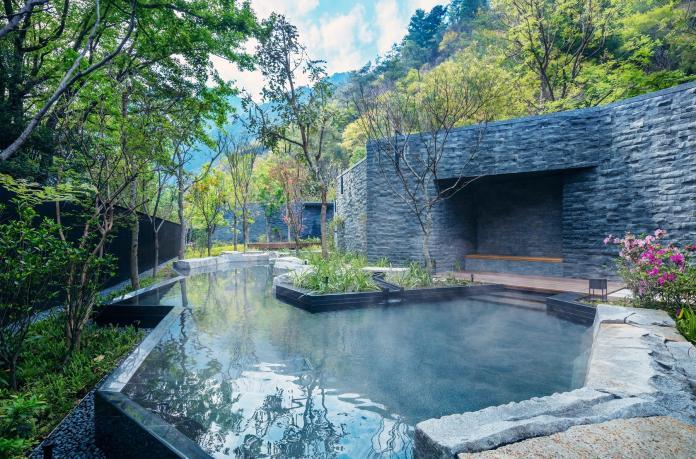 純日系溫泉度假村藏身中部秘境 還沒開幕就已經被訂滿