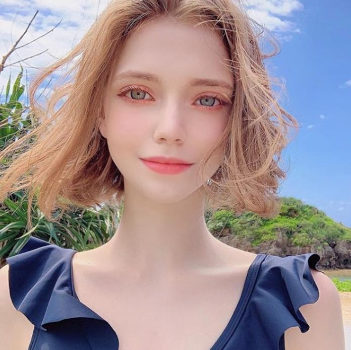 <br> ▲「精靈系正妹」Chloe 的精緻美貌和姣好身材,令許多網友看了驚呼:「她根本不是人類!」(圖/翻攝自 IG)