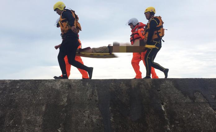 營救竹圍漁港溺水者