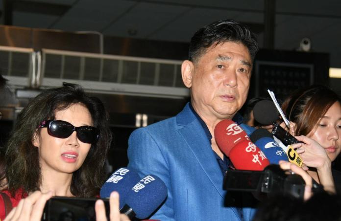 ▲康凱(右)跟老婆趕赴醫院,卻無法見到馬如龍。(圖/記者林調遜攝)
