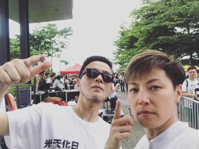 <br> ▲黃耀明(左)、何韻詩現身「反送中」遊行隊伍。(圖/臉書)