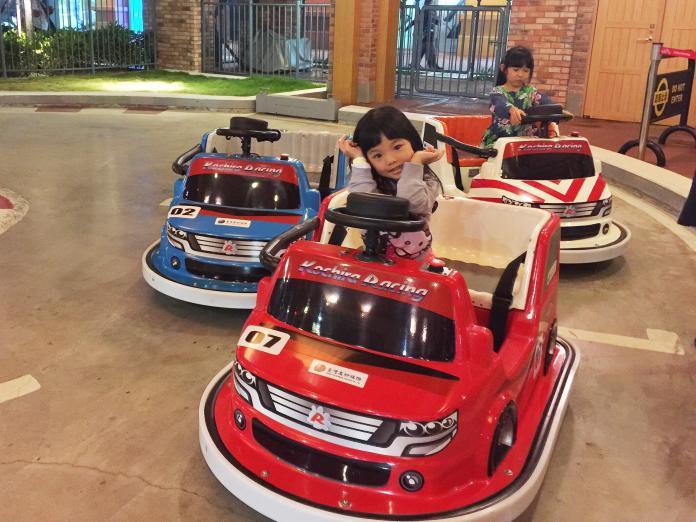 ▲以交通為主題的遊樂設施,可以讓孩子在遊樂中自然學習正確道路禮儀。(圖/記者陳美嘉攝)