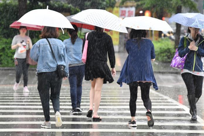 雨彈來襲!10縣市大雨<b>特報</b>、5縣市升級豪雨<b>特報</b>