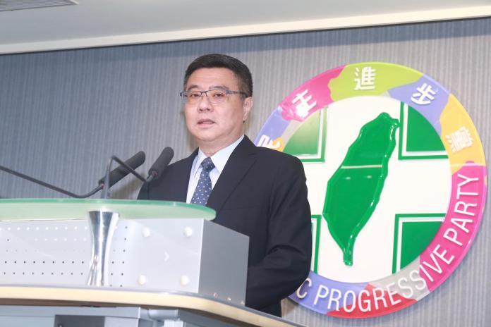 民進黨主席卓榮泰公布總統初選民調結果,由蔡英文以35.6%的支持度,勝過賴清德的27.4%。 (圖/記者葉政勳攝)