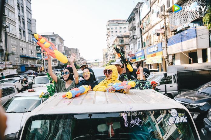 <br> ▲ 小S(從左而右)阿雅、大S、范曉萱全副武裝。(圖/WeTV提供)