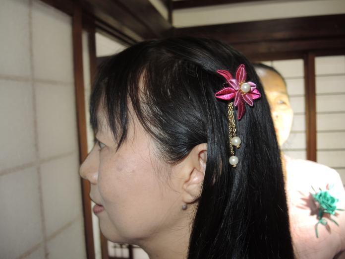 <br> ▲早期台灣人在嫁娶時,會以繡線纏繞的春仔花作為新娘頭上的裝飾。(圖/記者陳雅芳攝,2019.06.13)