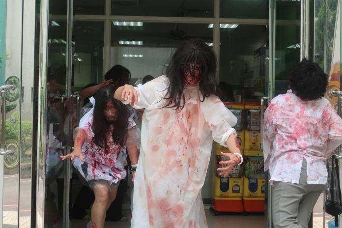 <br> ▲建國科大校園內出現一群殭屍打扮的真人,讓人飽受驚嚇。(圖/記者陳雅芳攝,2019.06.13)