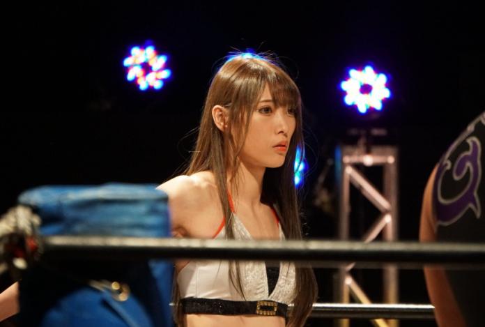 <br> ▲日本女摔角選手赤井沙希,擂台上性感指數爆表,外型更神似台灣名模林志玲,引發網友熱議。(圖/翻攝自twitter @SakiAkai )
