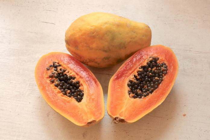 ▲木瓜是日常生活裡最處處可見的庶民水果。(圖/Pixabay)