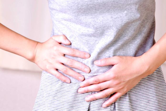 女鼠蹊部痛到無法動 醫:是「疝氣」惹禍 嚴重恐致命