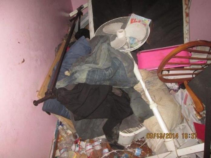<br> ▲可怕的房子內藏有多具嬰兒屍體,直到惡臭發出,小妹妹求救,鄰居才驚見可怕景象。(圖/翻攝自 MassLive.com)