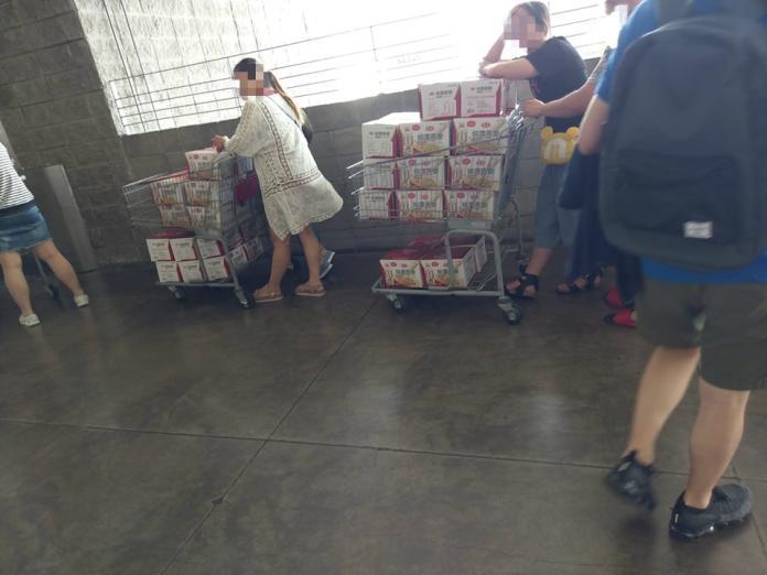 <br> ▲好市多的知名品牌純濃燕麥飲正在特價,引發民眾搬貨潮。(圖/翻攝自《 COSTCO 好市多消費經驗分享區》)