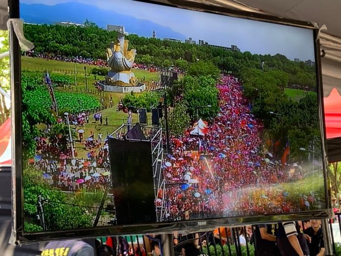 韓國瑜雲林造勢,空拍機拍出支持者擠滿整條公明路。 (圖/記者吳承翰攝)