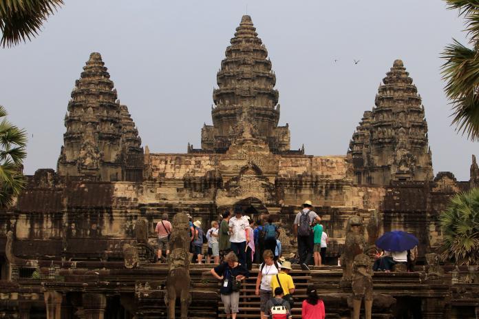 柬埔寨知名景點吳哥窟,2018年共接待194個國家、超過259萬人次遊客。(圖/美聯社/達志影像)