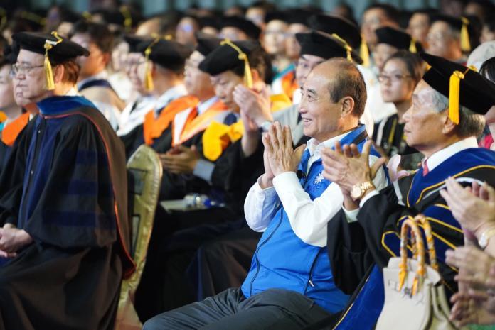 ▲前立法院長王金平15日參加多個學校畢業典禮,他也澄清不會脫黨參選總統。(圖/王金平辦公室提供, 2019.6.15)