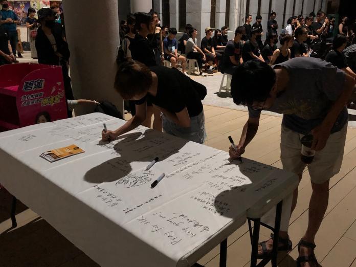 <br> ▲聲援反送中,為香港人民加油打氣。留言(圖/記者陳聖璋,2019.06.15)