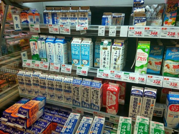 ▲到日本買鮮奶總挑錯?達人傳授撇步:有「缺口」才是純的。(圖/翻攝自臉書社團「日韓旅遊公社」)