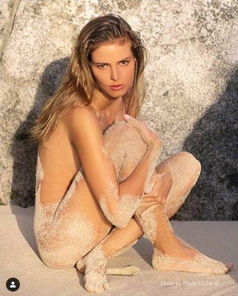 ▲海蒂克隆沙灘裸照。(圖/翻攝海蒂克隆IG)