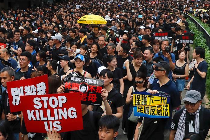 <br> ▲香港民眾今(16)日下午走上街頭,展開第 4 度的「反送中」遊行。(圖/達志影像/美聯社)