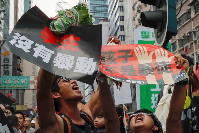 <br> ▲香港民間人權陣線(民陣)今(16)日發動「反送中」第 4 度大遊行,街道塞滿黑衣民眾,畫面震撼。(圖/達志影像/美聯社)