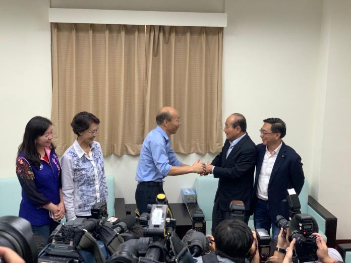 高雄市長韓國瑜17日北上拜會立法院南部立委與國民黨團,他也前往鎮江辦公室探視前立法院長王金平。(圖 / 王金平辦公室提供)