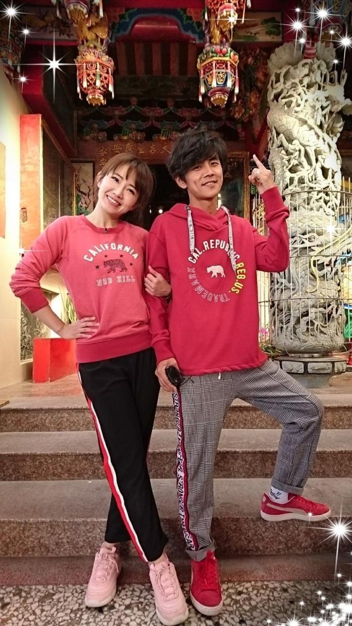 <br> ▲謝忻與阿翔被週刊拍到大街熱吻。(圖/翻攝臉書)
