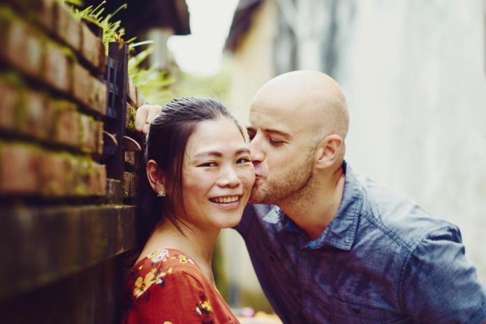 <br> ▲吳鳳與老婆陳錦玉結婚4年,感情甜蜜。(圖/臉書)