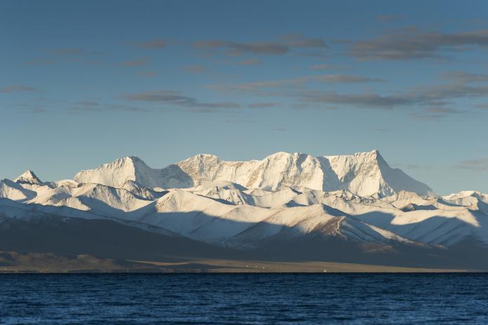 研究顯示,喜馬拉雅山冰川的融化速度加快,過去40年間已有逾四分之一的冰川消失。(圖/美聯社/達志影像)