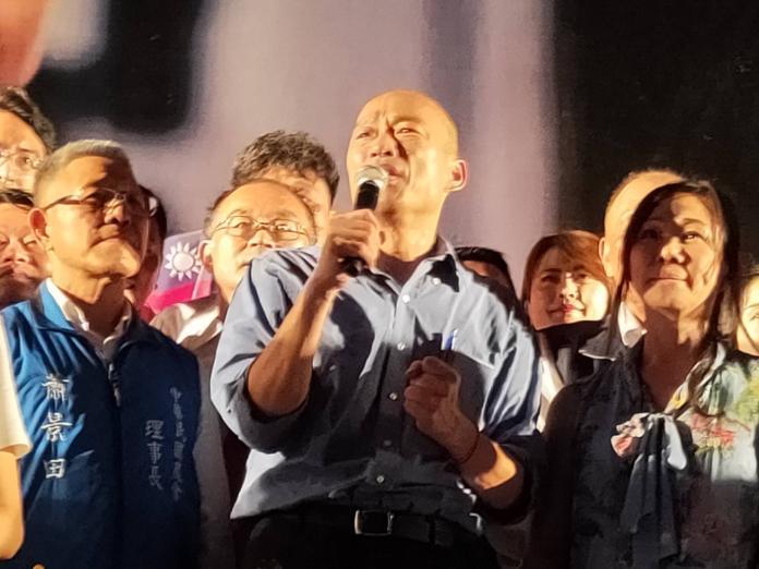 ▲高雄市長韓國瑜上周至台中造勢,吸引大批「韓粉」到場支持。(圖/Nownews資料照片)