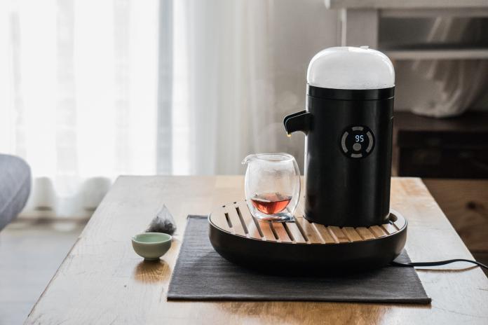 ▲TEAMOSA 智慧泡茶機可說是完美復刻傳統功夫茶精神,結合創新科技。(圖/TEAMOSA提供)