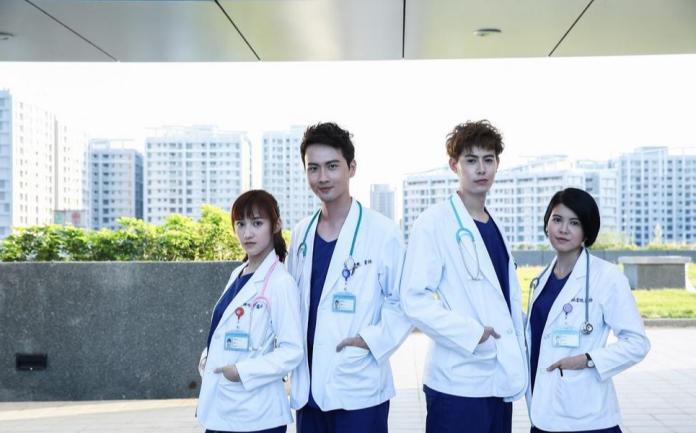 <br> ▲夏宇禾(左一)演出《實習醫師鬥格》,被封為「最美女醫」。(圖/ 資料照)