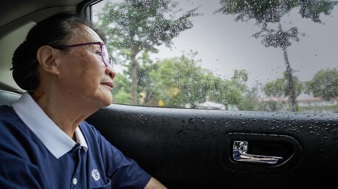 【如常】志工不論晴雨,都會前往探視弱勢家庭