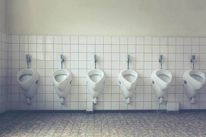▲無痛的血尿是腎盂、輸尿管癌最常見的症狀,通常會間歇性出現。(示意圖/取自 Pexels )