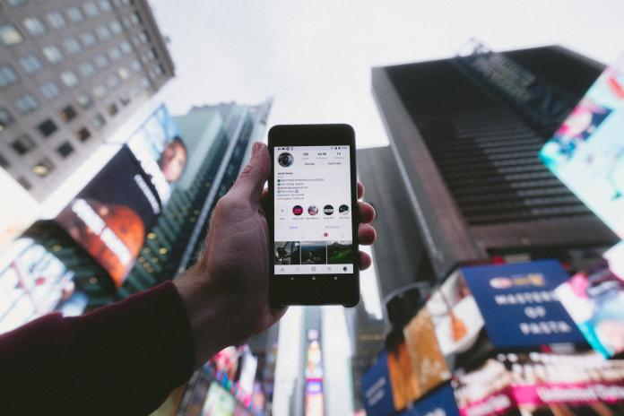 ▲使用 Instagram 的年輕人幸福感偏低。(示意圖/取自 Unsplash )