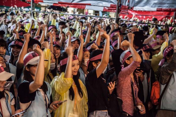 ▲長榮航空空服員罷工至今( 3 )日已邁入第 14 天,情況越演越烈,勞資雙方尚未達成共識。(圖/翻攝自臉書)