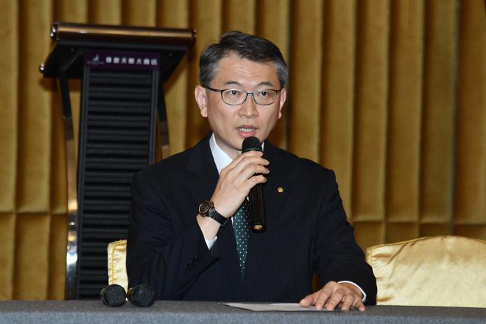 長榮航空人事室副總經理蕭錦隆