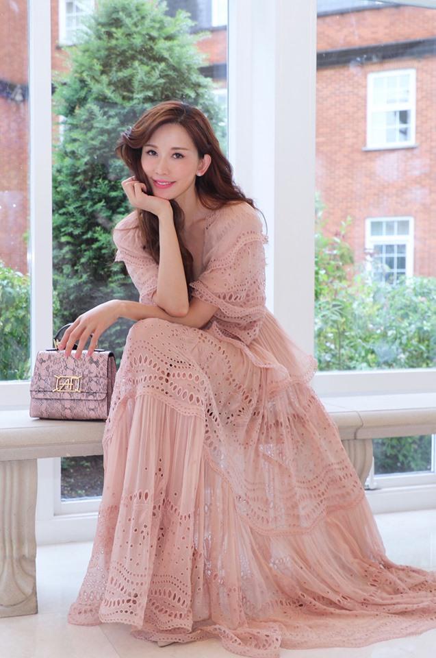 ▲林志玲上月25日PO出同款洋裝。(圖/臉書)