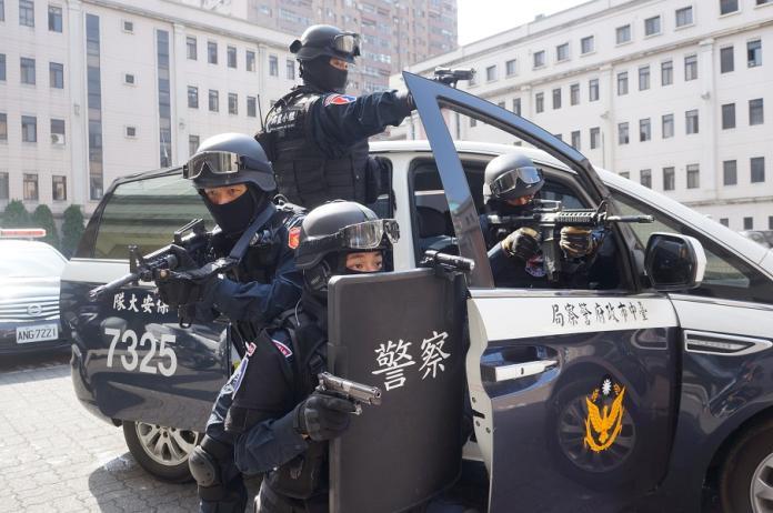 中市8字頭警車街頭立威 1至6月線上攔查破千件
