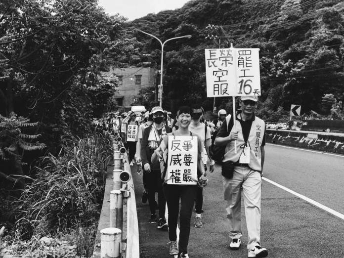 罷工空服員「<b>苦行</b>」被看衰 家人反擊:空姐最擅長走路