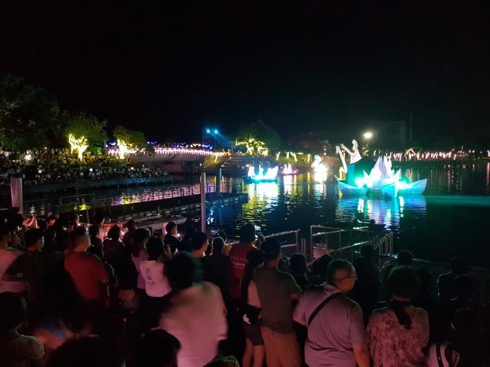 童玩節「水上劇場」由來自義大利的科羅娜水上劇團擔綱演出,這個劇團曾經是2017年義大利威尼斯狂歡節開幕秀的演出團隊