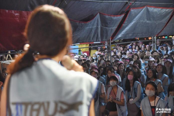 ▲長榮空服員罷工落幕,工會代表感謝2300位參與罷工的空服員。(圖/記者陳明安攝,2019.7.6)